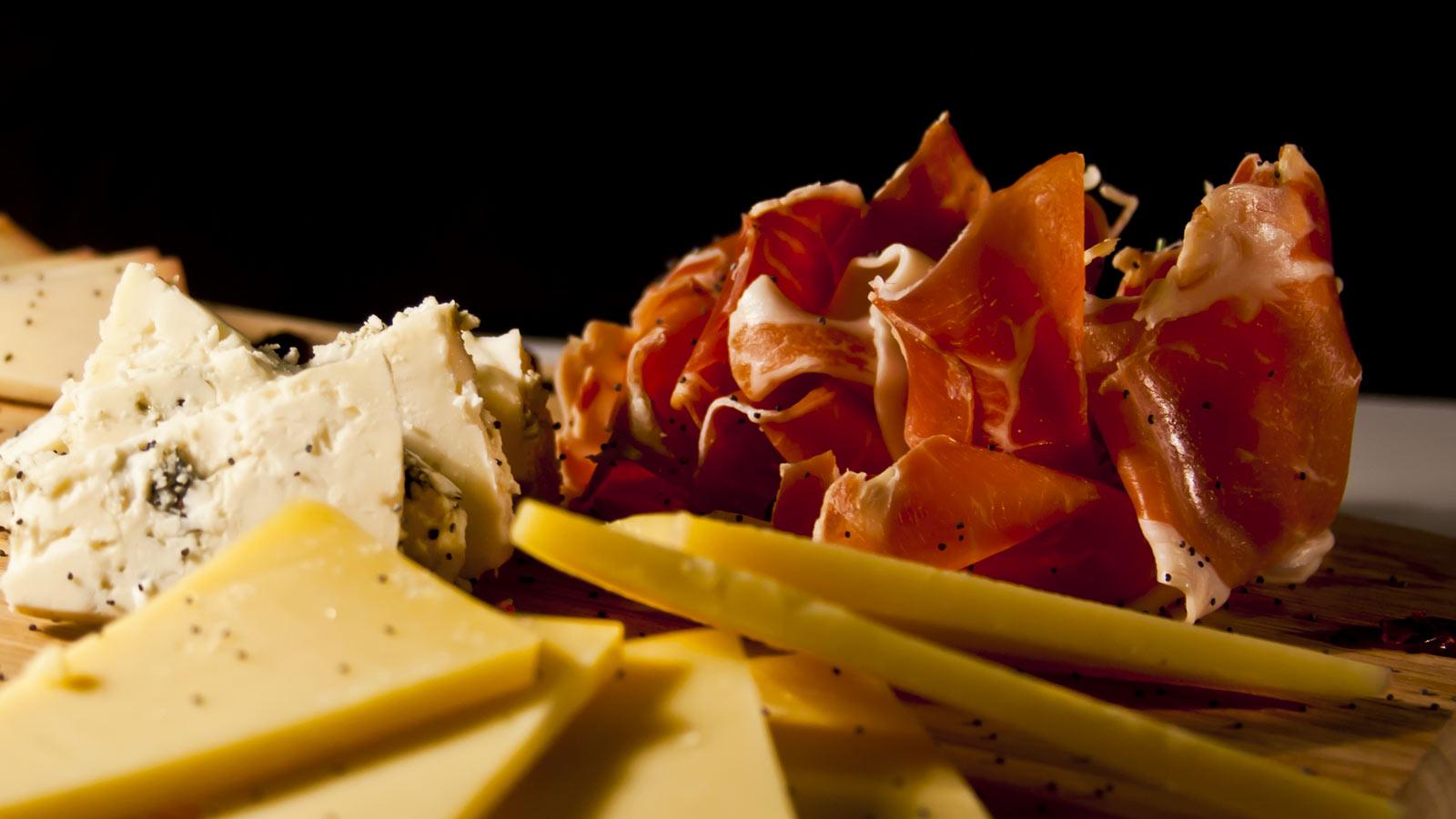 Jamón 5J Bellota 100% Ibérico y queso Manchego en Casino Gran Vía, Madrid.
