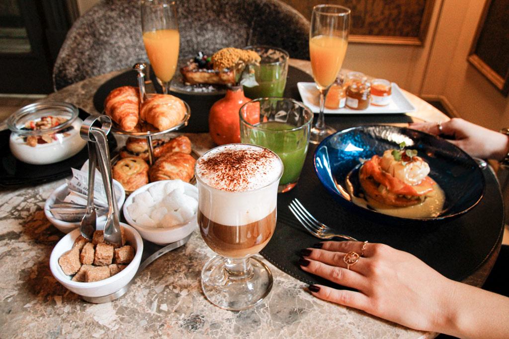Desayuno en Casino Gran Vía, Madrid.